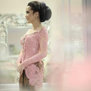 kumpulan inspirasi model kebaya batik modern terbaru