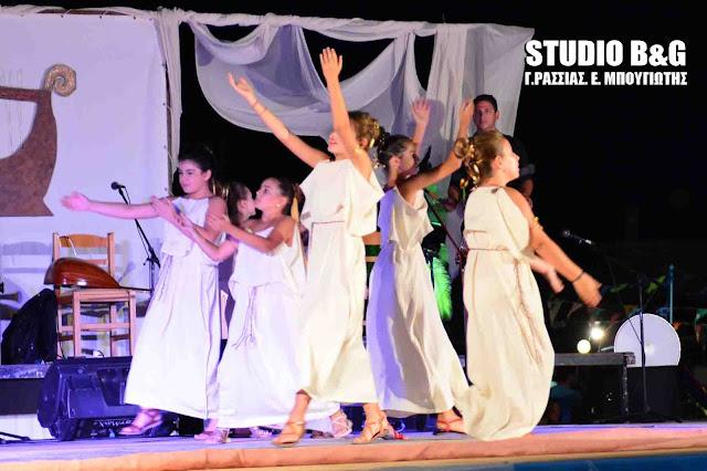"""""""Ευάν Ευοί αμάν και αμήν"""": Η Μουσικοχορευτική παράσταση που μετατράπηκε σε γιορτή Ελληνοτουρκικής Φιλίας στη Νέα Κίο (βίντεο)"""
