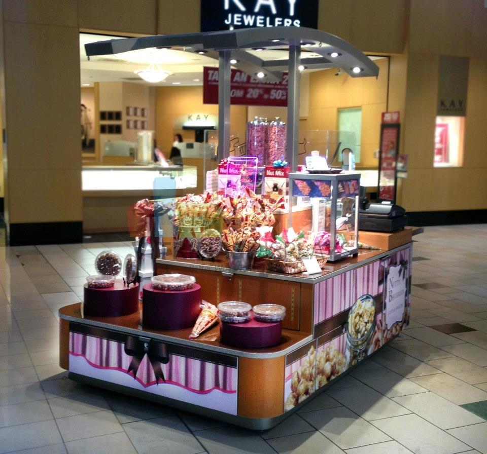 Al centro comerciale in minigonna e autoreggenti nere - 3 10