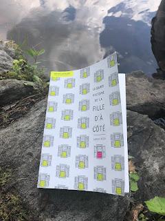 """Photo du roman """"La courte histoire de la fille d'à-côté""""."""