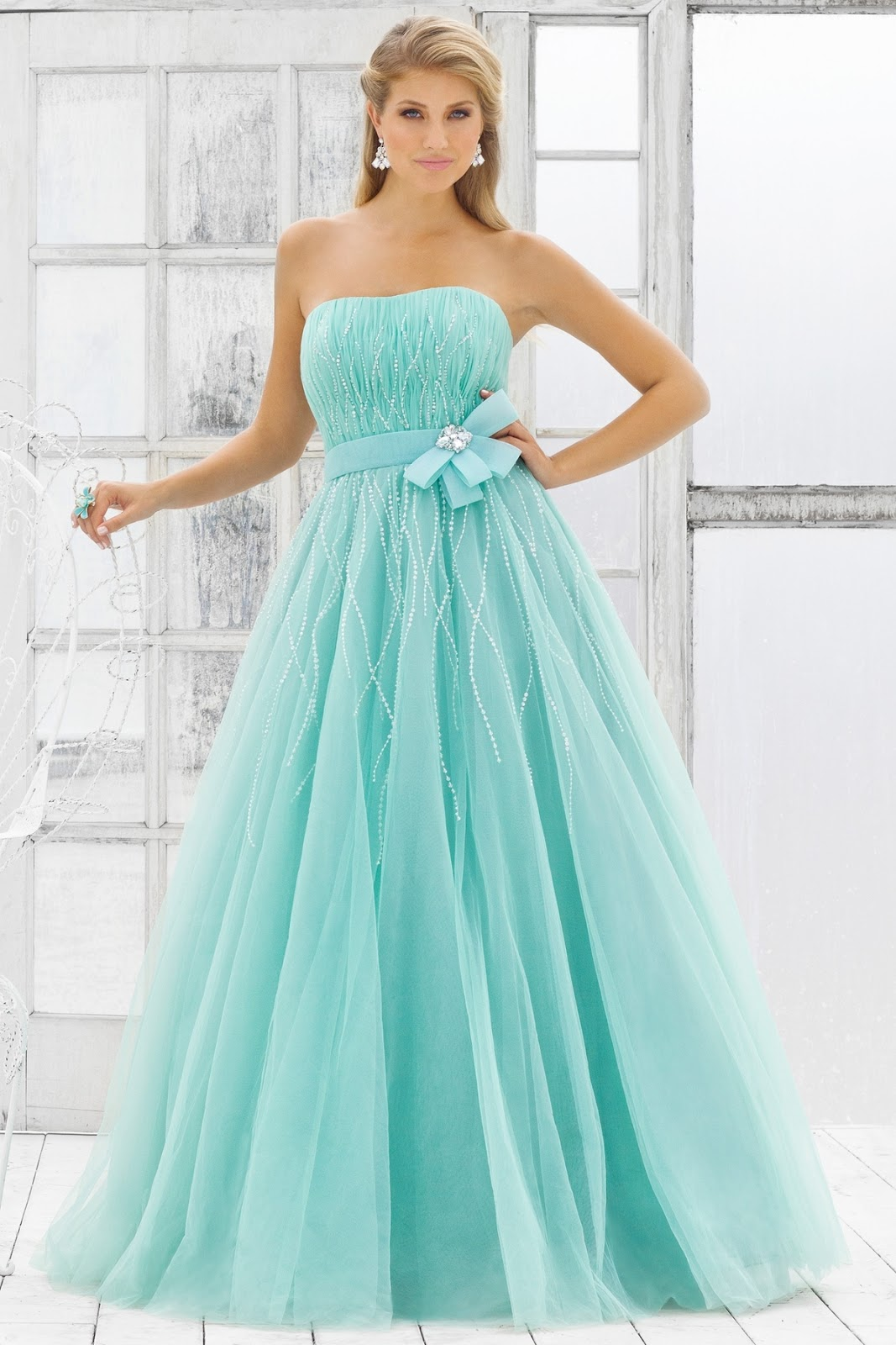 Evening Dresses: Strapless prom dress for a christmas party ...