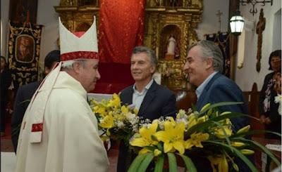 """Jujuy: """"Deje de gobernar para los ricos"""", le dijo en plena misa, el Obispo de Humahuaca a Macri. En la calle, los jujeños escracharon al presidente"""