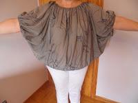 blusa mangas de murciélago y pliegues