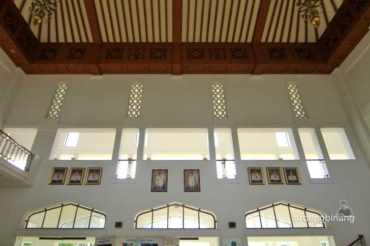 kantor gubernur jawa timur surabaya