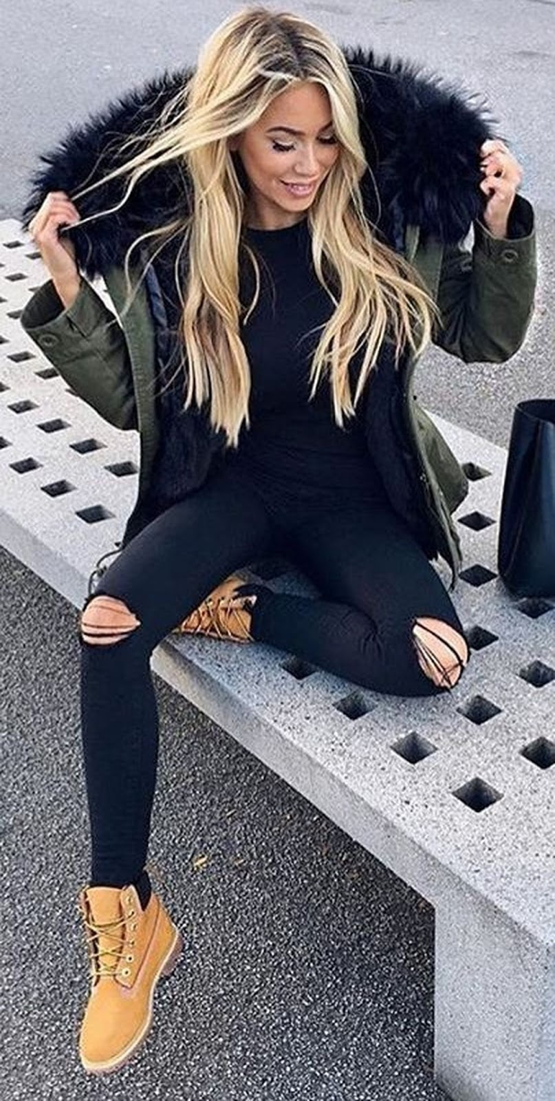 amazing warm outfit for winter : parka + rips + boots + sweater