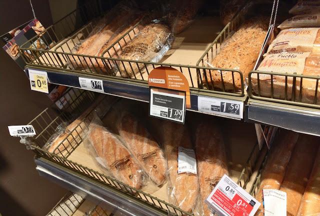 Estantería con pan