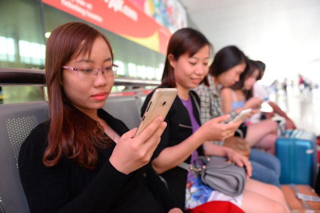 Người dân dùng WiFi công cộng chủ yếu để làm gì?