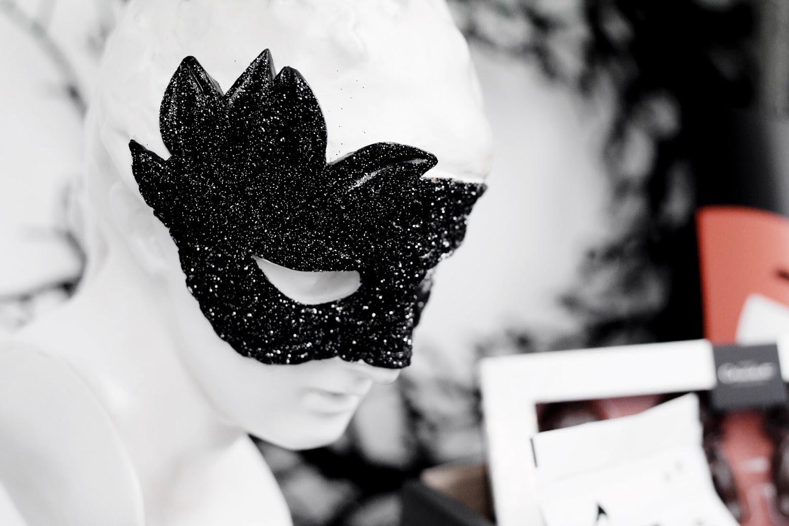 Halloween Glitter Masquerade Bust