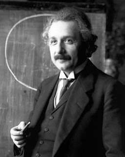 ألبرت أينشتين - مدونة الفلك للجميع