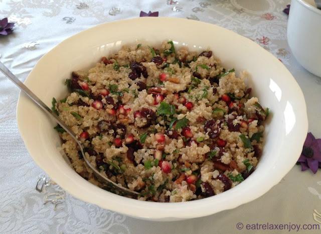 http://food.eatrelaxenjoy.com/2016/09/quinoa-pomegrante-salad.html