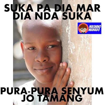 10 Meme Lucu Ini Nyindir Abis Buat yang Sering 'Pura-pura Senyum', Jleb!