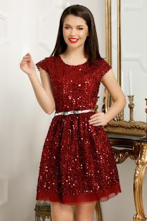 Rochie eleganta, cu croi in clos rosie de nunta