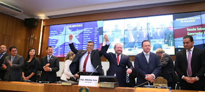 Governador Flávio Dino é empossado para segundo mandato e edita decretos em apoio aos maranhenses