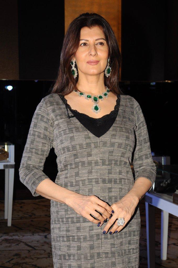 Beautiful Hyderabadi Actress Sangeeta Bijlani Photos In Black Dress