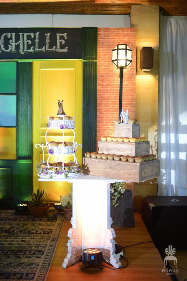 wedding cupcake display, wedding cupcake stand
