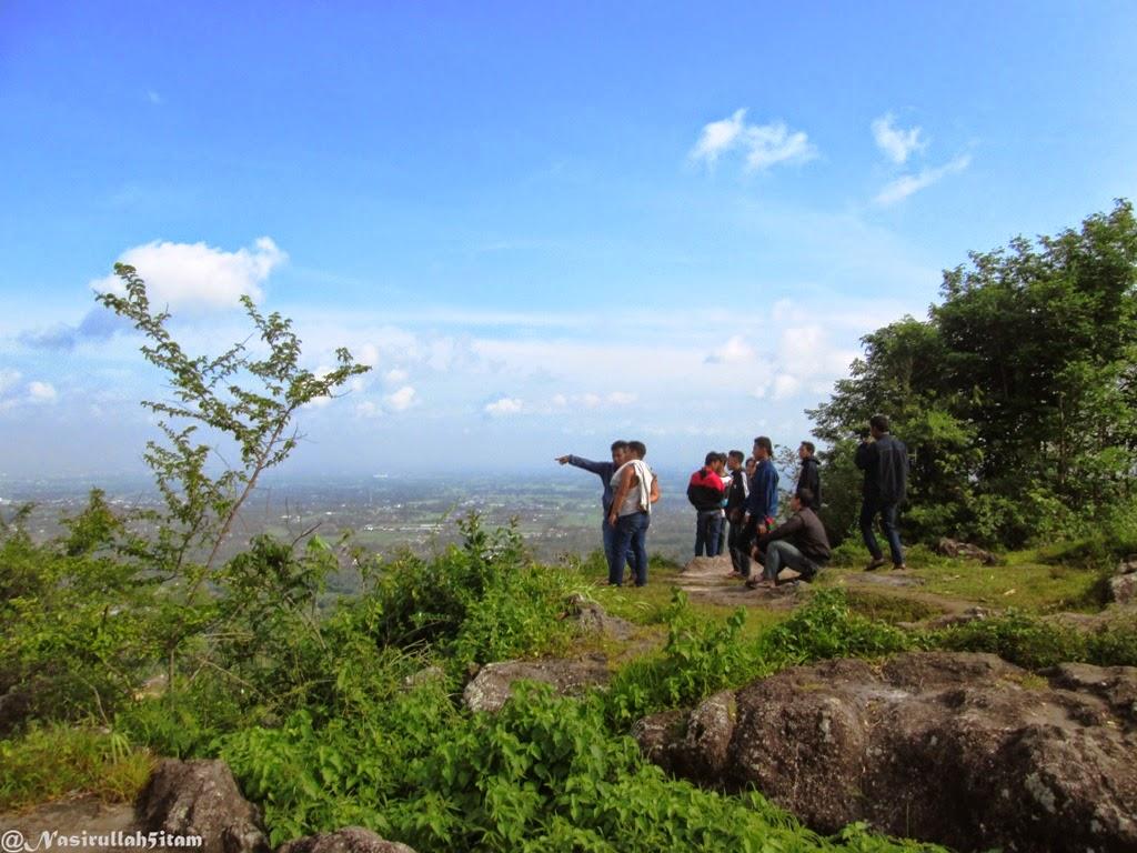 Pemandangan dari puncak Mbucu