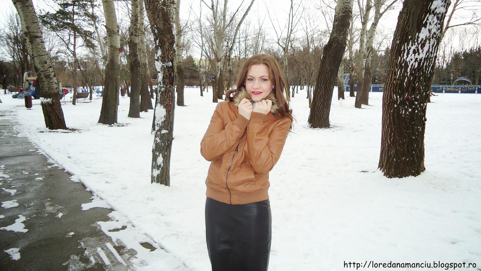 tinuta de iarna fusta din piele si camasa