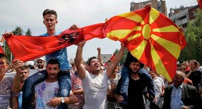 Απαρχή ανατροπών στα Βαλκάνια; Γιγαντιαία διαδήλωση στα Σκόπια - ΦΩΤΟ