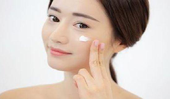 Nah, selanjutnya bagaimana memilih pelembab yang sesuai dengan kondisi kulit kita?