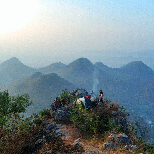 foto berkemah di bukit cumbri wonogiri