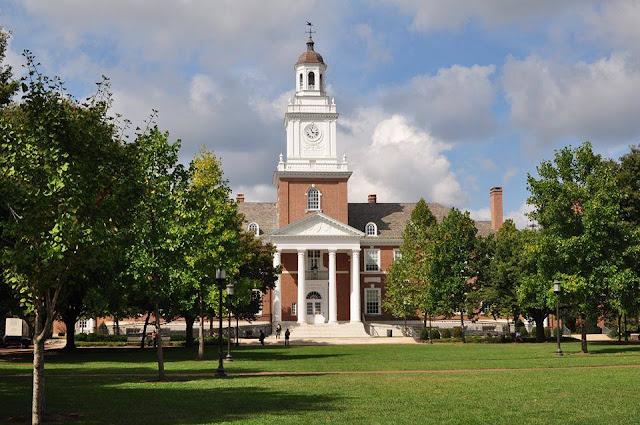 Tỉ phú Mỹ Michael Bloomberg tặng 1,8 tỷ USD cho Đại học John Hopkins