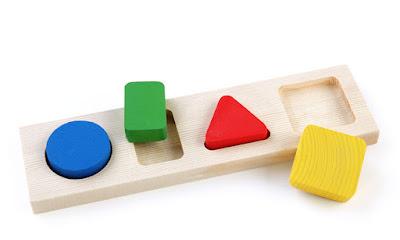 при выборе игрушек учитывайте возраст и безопасность ребенка,Если игрушка красива, доступна в цене, но издает неприятных запах, то лучше забыть о такой игрушке