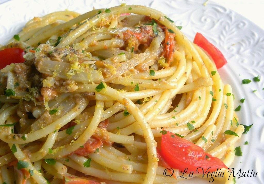bucatini al sugo di triglia finocchi e pomodori