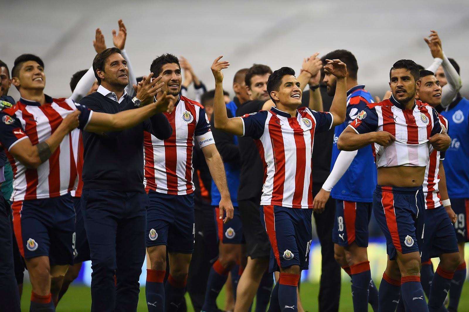 Chivas festeja el triunfo en semifinales de la Copa MX.