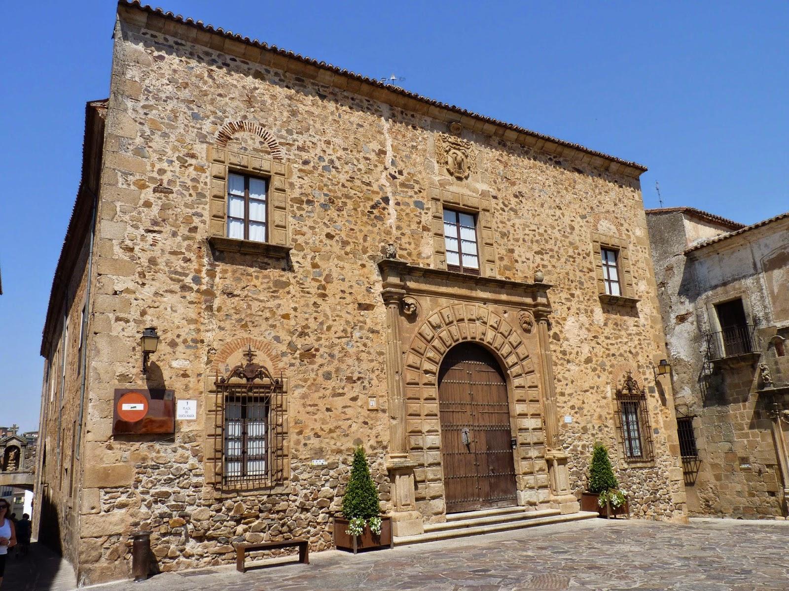 Cáceres, Plaza Santa María, Palacio Episcopal.