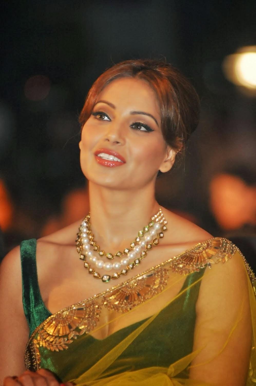 Bollywood Actress Bipasha Basu Transparent Saree Photos -5975