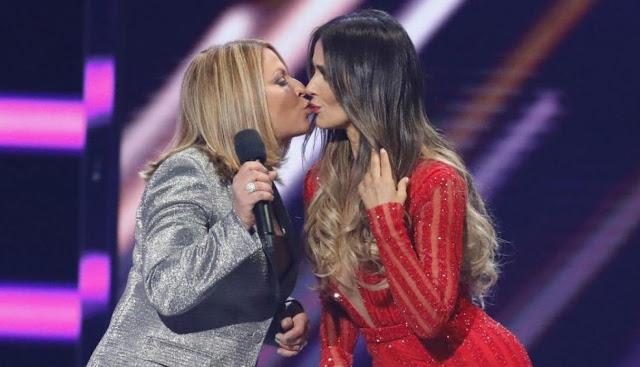 Ana María Polo sorprendió al besar a actriz en los Billboard