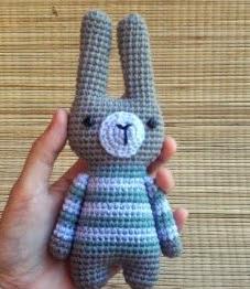 http://migusamigurumis.com/2014/12/20/patron-conejo-lucas-mini/