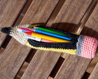 http://manualidades.facilisimo.com/blogs/general/lapiz-estuche-de-crochet-con-patron_974314.html