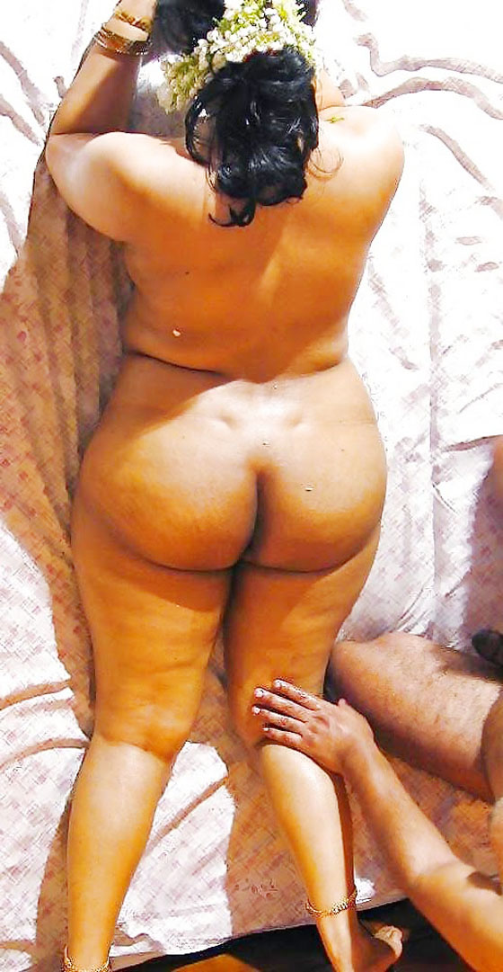 Indian aunty round ass