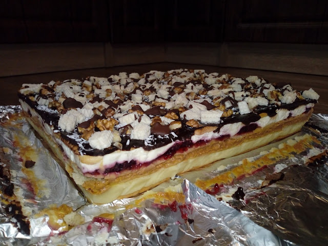 ciasto kombinowane ciasto na krakersach ciasto bez pieczenia ciasto z budyniem ciasto z dzemem ciasto warstwowe ciasto z czekolada