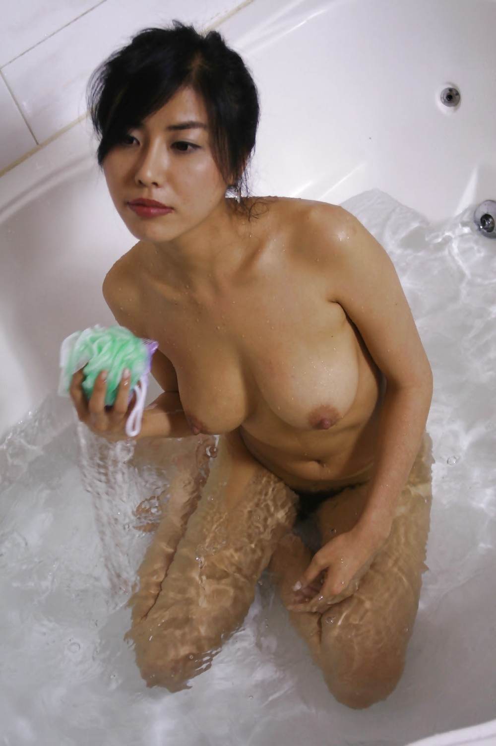 ever-beautiful-bare-breasts-in-baths-bbw-movies-naked