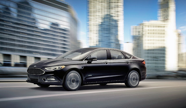 Front 3/4 view of 2017 Ford Fusion Platinum Energi