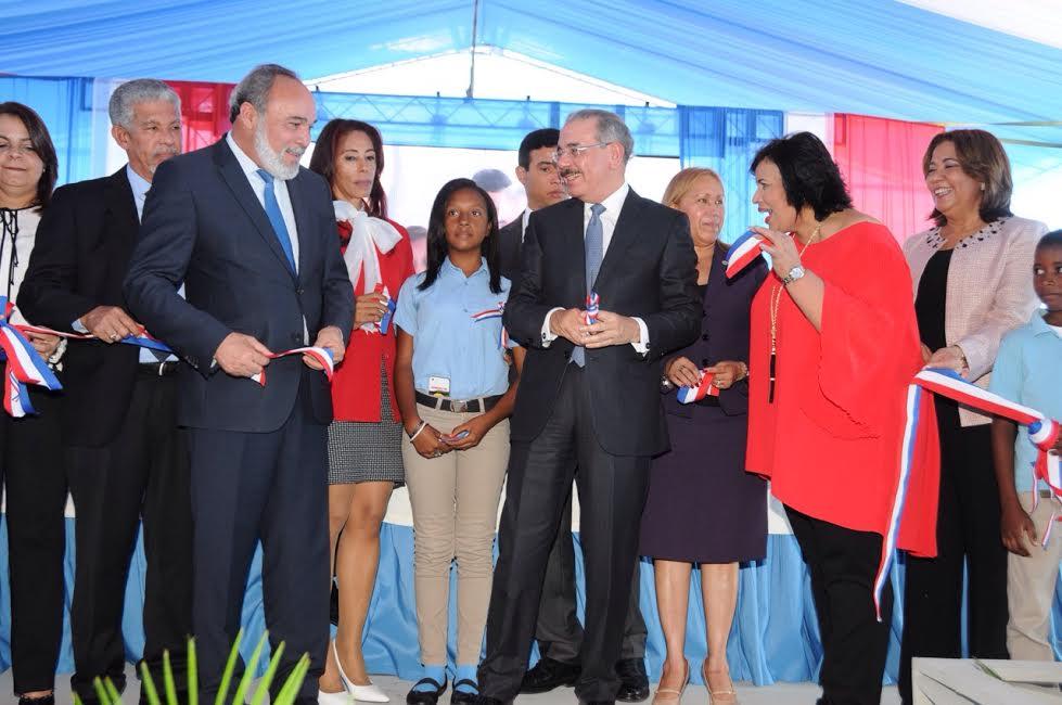 Presidente Danilo Medina inaugura escuela de 22 aulas en El Tamarindo