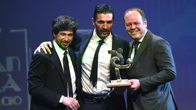 Buffon Pemain Terbaik Serie A 2016/2017