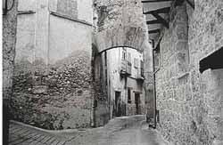 Portal de la calle Llana, románico, seguramente fue reconstruido por los templarios cuando reconquistaron Beceite.