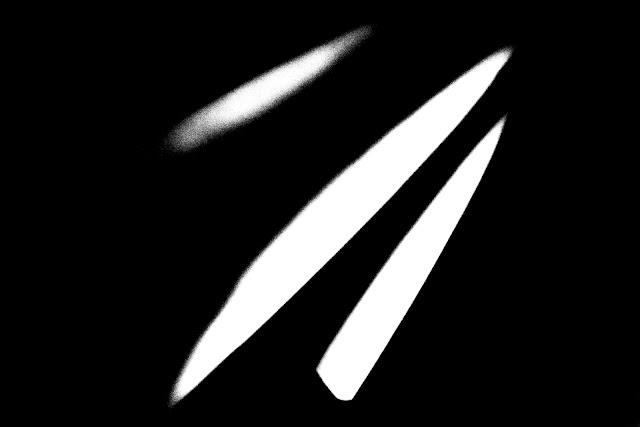 Kompozycja abstrakcyjna. Czarno-biała fotografia odklejona. fot. Łukasz Cyrus