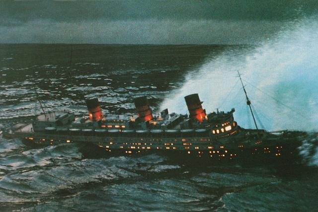Typical Hollywood Reviews Throwback Thursday The Poseidon Adventure 1972 Vs Poseidon 2006