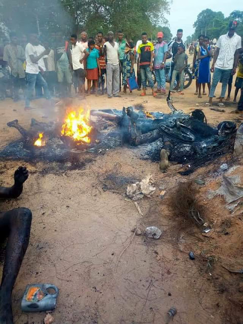 Graphic: Angry mob sets three suspected thieves ablaze in Cross River State for allegedly stealing motorcycles