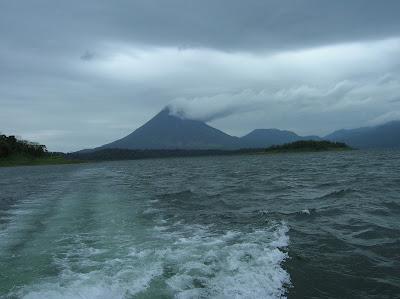 Vista del volcán Arenal,La Fortuna, Costa Rica, vuelta al mundo, round the world, La vuelta al mundo de Asun y Ricardo, mundoporlibre.com