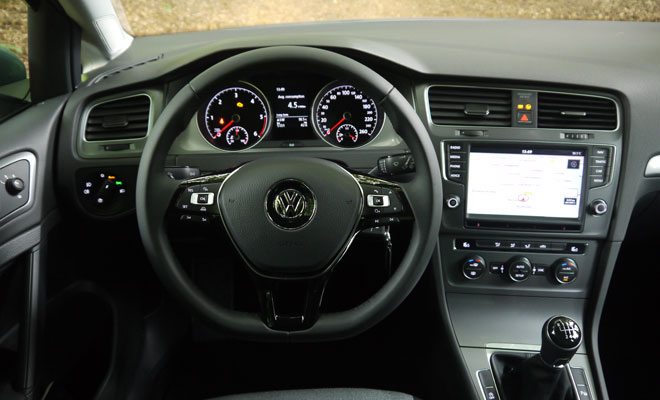 VW Golf 7 BlueMotion cockpit