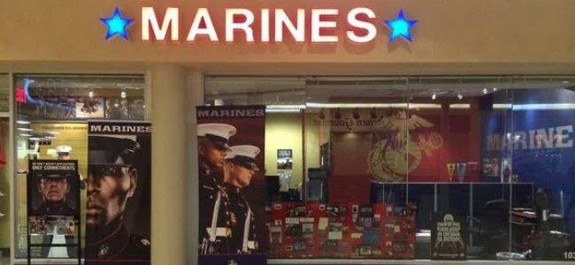 США, вербувальний пункт US Marine corp в торгівельному центрі