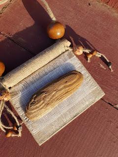lininis ranku darbo papuošalas, ethno papuošalas, boho stiliaus papauošalas, rankų darbo papuošalas