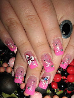 Uñas de gel decoradas