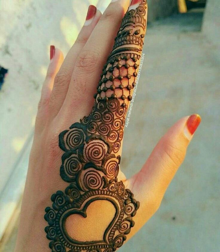 Simple Heart Henna Designs: 15 Pretty Heart Mehndi Designs For Hands To Try This Year