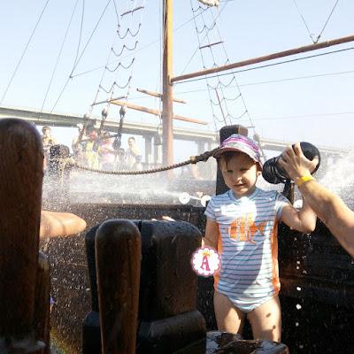 Как проходит пиратская битва морской водой из пушек на корабле